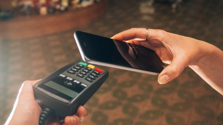 A contactless payment with a mobile phone